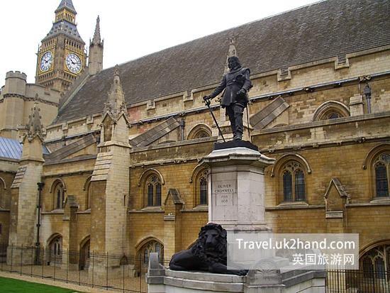 英国伦敦议会大厦前的克伦威尔塑像,克伦威尔在英国国内获得的评价偏向于负面,在他的军事独裁下,苏格兰首次短暂失去独立地位。
