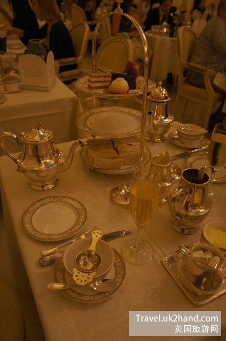 精致的银器餐具 沉甸甸的