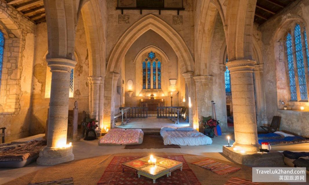 想象以下住在深夜阴森的教堂里……