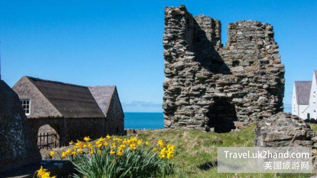 如今,这座13世纪的大修道院只剩下一根八米长的石塔