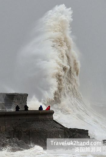 英国寒冷的海边……
