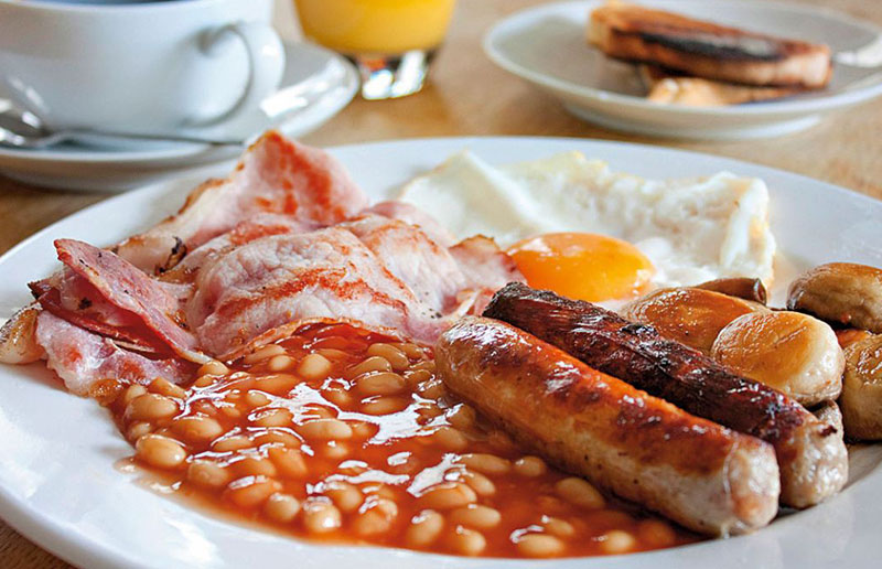异常丰盛的英式早餐