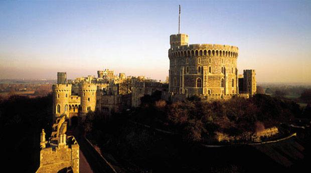 日暮中的温莎城堡