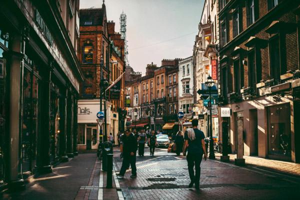 雨后初晴的都柏林街头