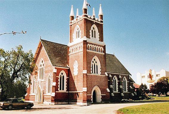 新教的教堂往往很朴素简单