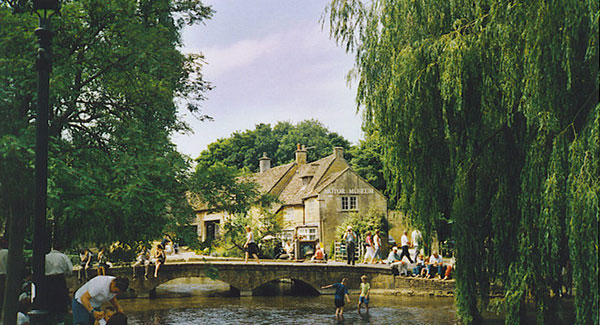 Bourton-on-the-water 照片