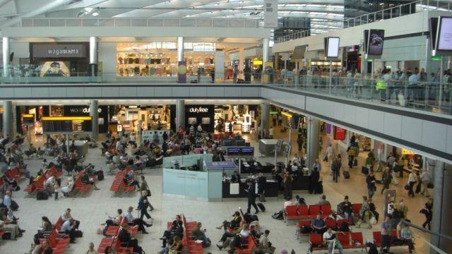 Heathrow_Terminal_5_-_Passenger_area1.jpg