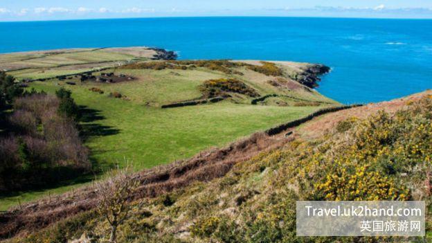 """从巴德西岛的""""山""""上往西北方向眺望到的爱尔兰海的景象"""