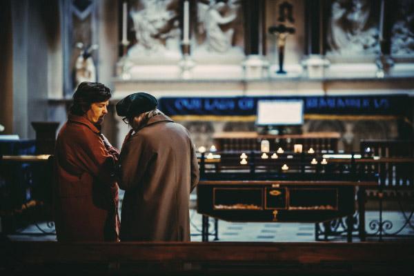 都柏林,Carmelite 教堂里的两位妇人