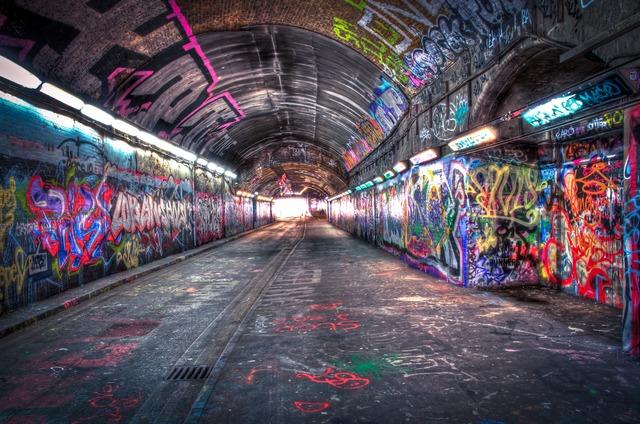 伦敦地下剧院The Vaults墙上的涂鸦