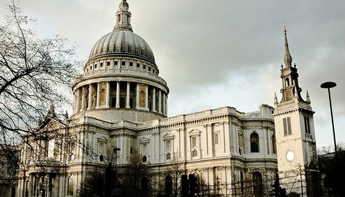 圣保罗座堂(英语:St Paul's Cathedral;另译为圣保罗大教堂),是英国国教(新教的一种)伦敦教区的主教座堂,坐落于英国伦敦市,巴洛克风格建筑的代表