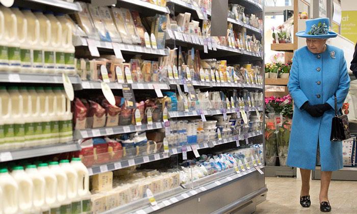 女王也逛超市的咯!