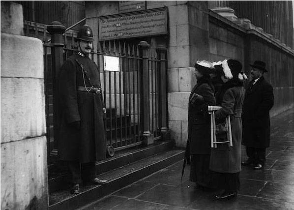1914年,伦敦国家画廊闭关两个星期