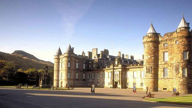 Palace-Holyroodhouse.jpg
